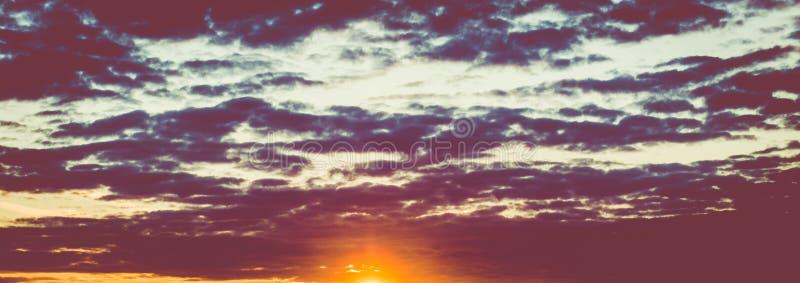 Πανόραμα υποβάθρου θερινών σύννεφων στοκ εικόνες
