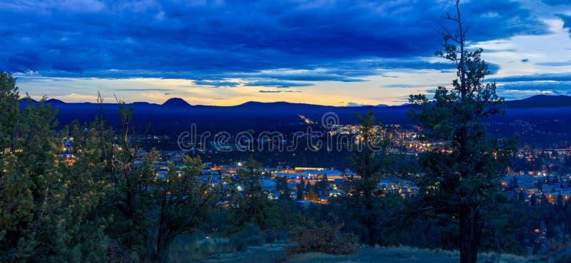Πανόραμα, όπως βλέπει από την κάμψη από το πειραματικό πάρκο γειτονιάς λόφων, Όρεγκον στοκ εικόνες