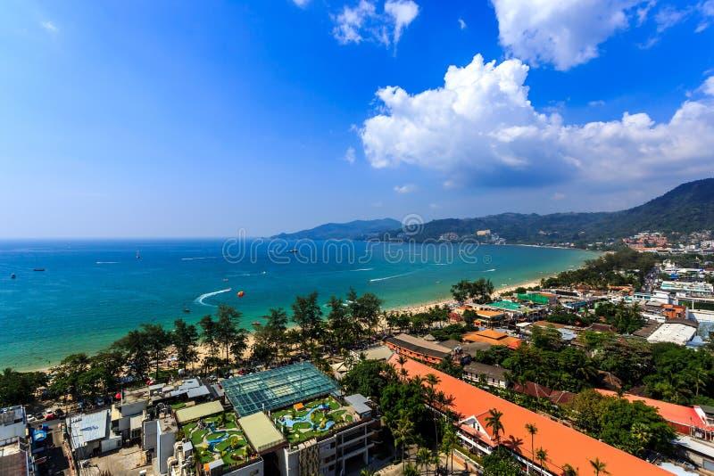 Πανόραμα Patong με τη θάλασσα σε Phuket, Ταϊλάνδη στοκ φωτογραφία