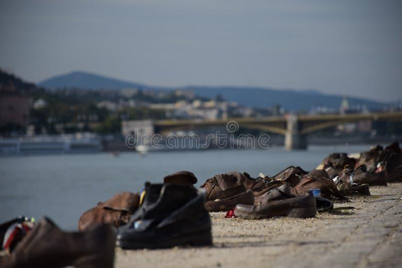 Παπούτσια στην τράπεζα Δούναβη κοντά σε Parlament, στοκ εικόνες