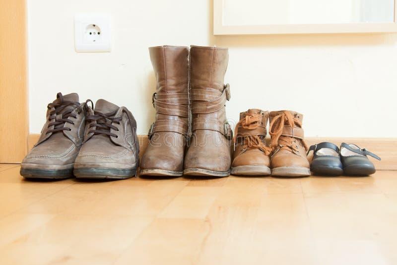 Παπούτσια φθινοπώρου στο εσωτερικό στοκ φωτογραφία