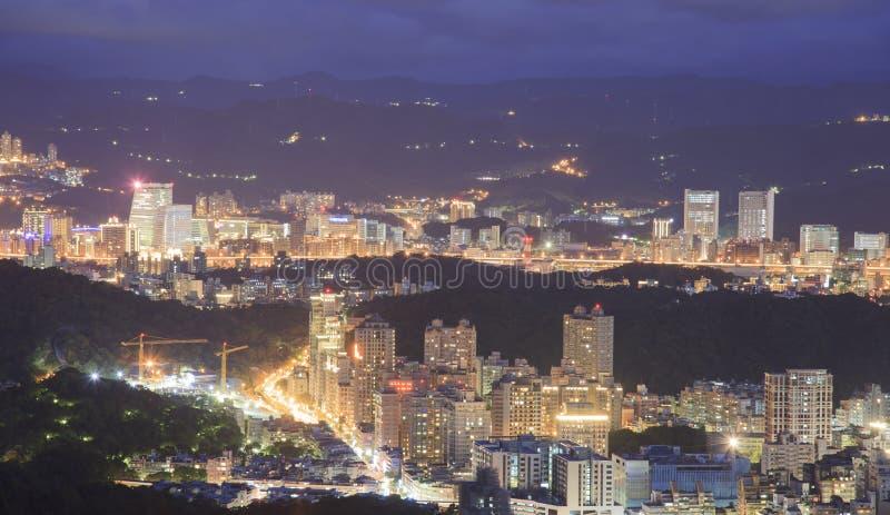 Παράβλεψη της άποψης νύχτας της πόλης της Ταϊπέι στοκ φωτογραφία με δικαίωμα ελεύθερης χρήσης