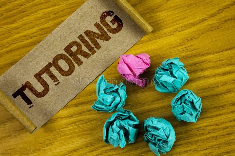 Παράδοση ιδιαίτερων μαθημάτων γραψίματος κειμένων γραφής Η έννοια που σημαίνει Mentoring τη διδασκαλία που καθοδηγεί προετοιμάζον διανυσματική απεικόνιση