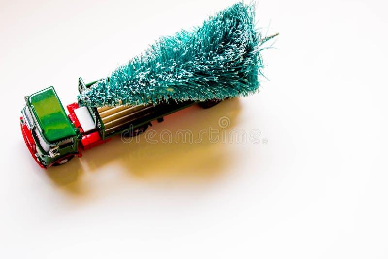 Παράδοση χριστουγεννιάτικων δέντρων στοκ εικόνα