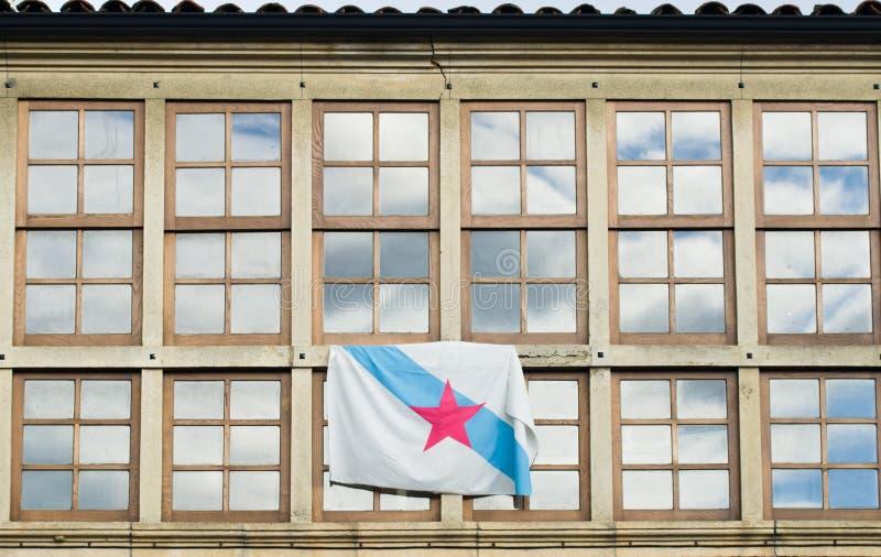 Παράθυρα και σημαία στοκ εικόνες