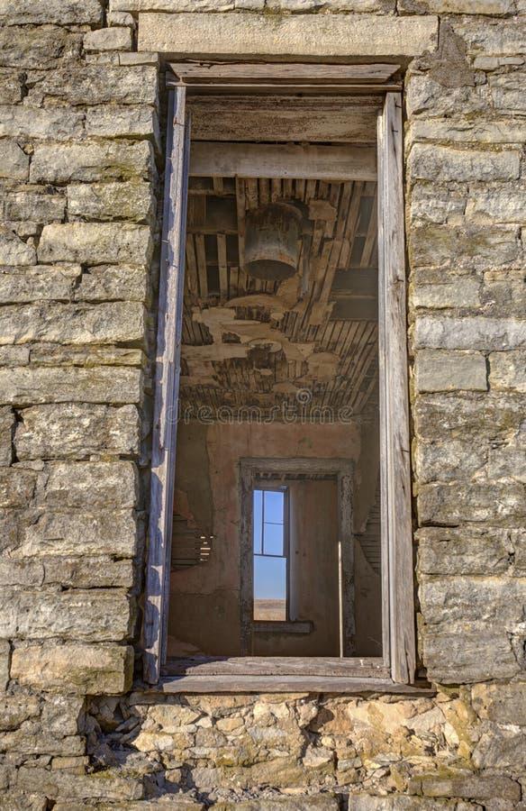 Παράθυρα στο εγκαταλειμμένο σπίτι του Δρ jones στοκ φωτογραφία με δικαίωμα ελεύθερης χρήσης