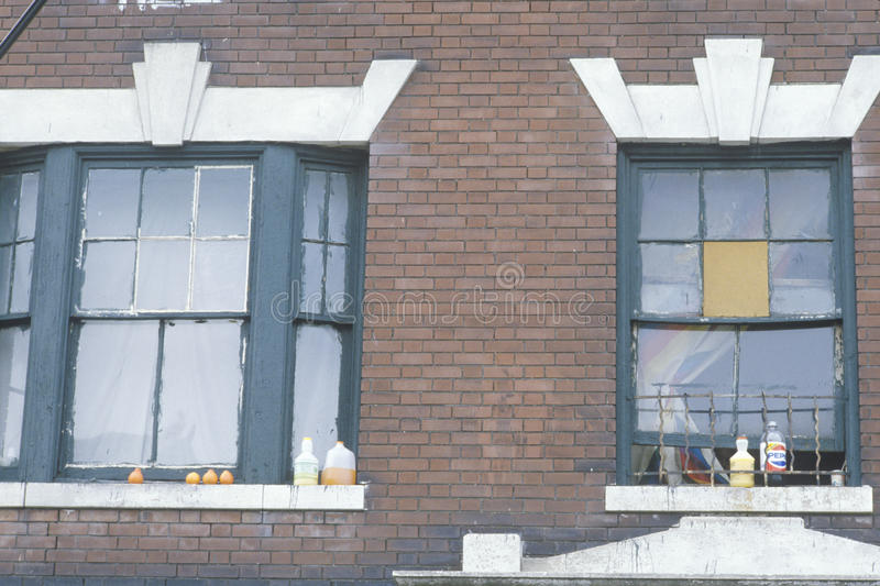 Παράθυρα του κατοικημένου κτηρίου προγράμματος, νότος Bronx, Νέα Υόρκη στοκ φωτογραφία με δικαίωμα ελεύθερης χρήσης