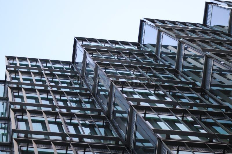 Παράθυρα του κτιρίου γραφείων στοκ φωτογραφία με δικαίωμα ελεύθερης χρήσης