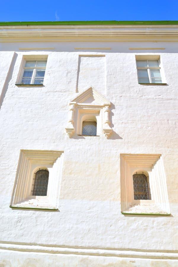 Παράθυρα του παλαιού κτηρίου στο μοναστήρι kirillo-Belozersky στοκ φωτογραφίες με δικαίωμα ελεύθερης χρήσης