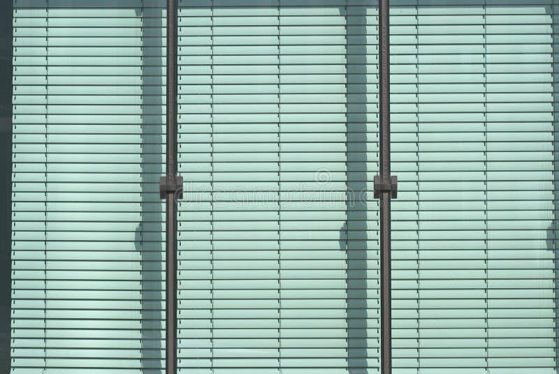 παράθυρο γριλληών παραθύρ& στοκ φωτογραφία με δικαίωμα ελεύθερης χρήσης