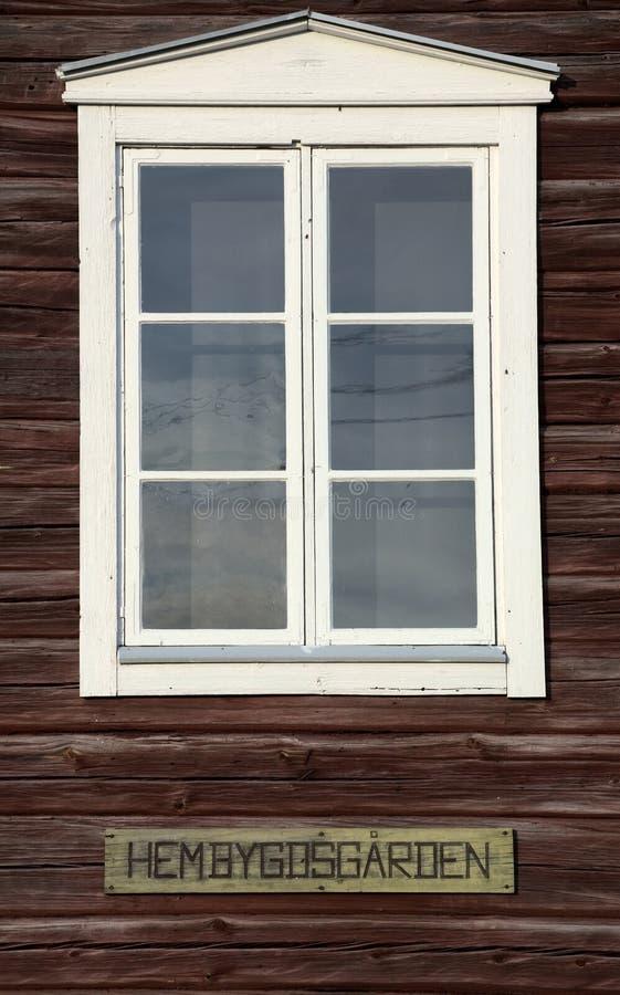 Παράθυρο ενός σουηδικού Hembygdsgaard, ένα ιστορικό αγροτικό κτήριο στοκ εικόνες με δικαίωμα ελεύθερης χρήσης