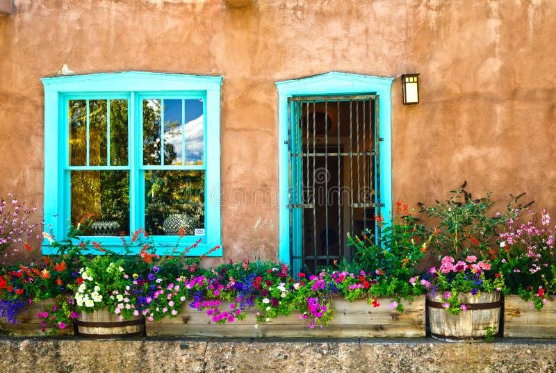 Παράθυρο και πόρτα NM Σάντα Φε στοκ εικόνα