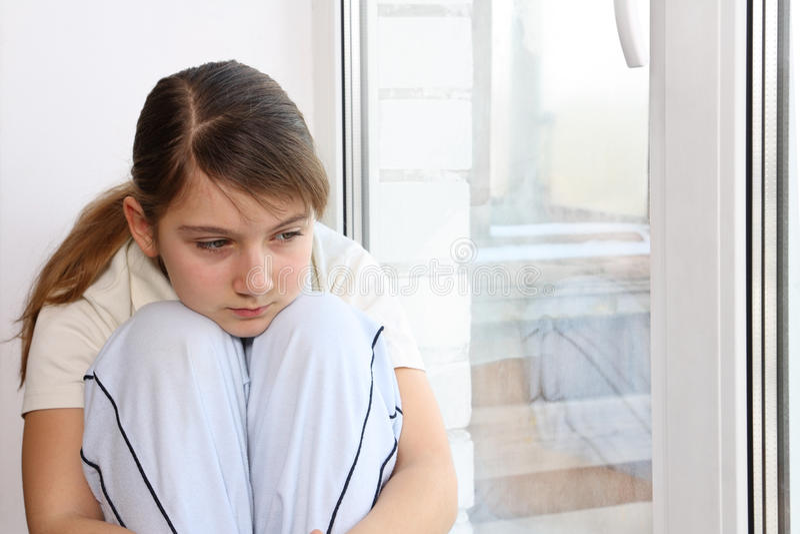 παράθυρο κοριτσιών στοκ εικόνες