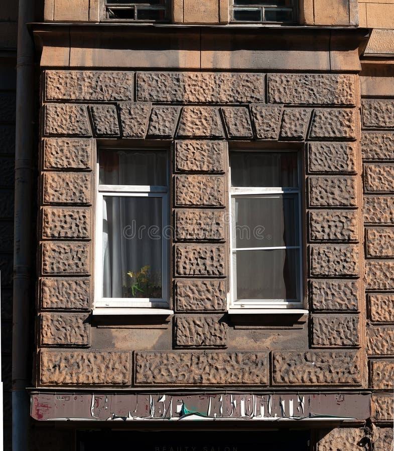 Παράθυρο κόλπων σε ένα παλαιό σπίτι στοκ φωτογραφίες με δικαίωμα ελεύθερης χρήσης