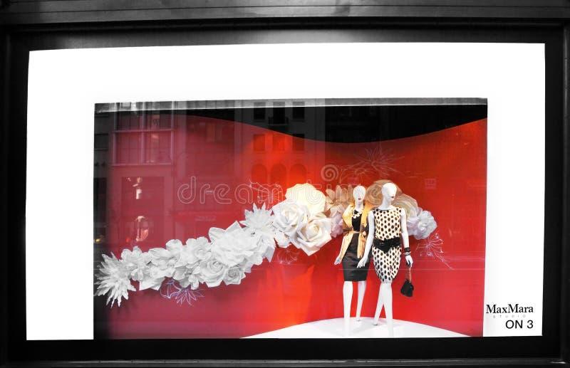 παράθυρο μαγαζί λιανικής πώλησης λεωφόρων πέμπτο στοκ εικόνα