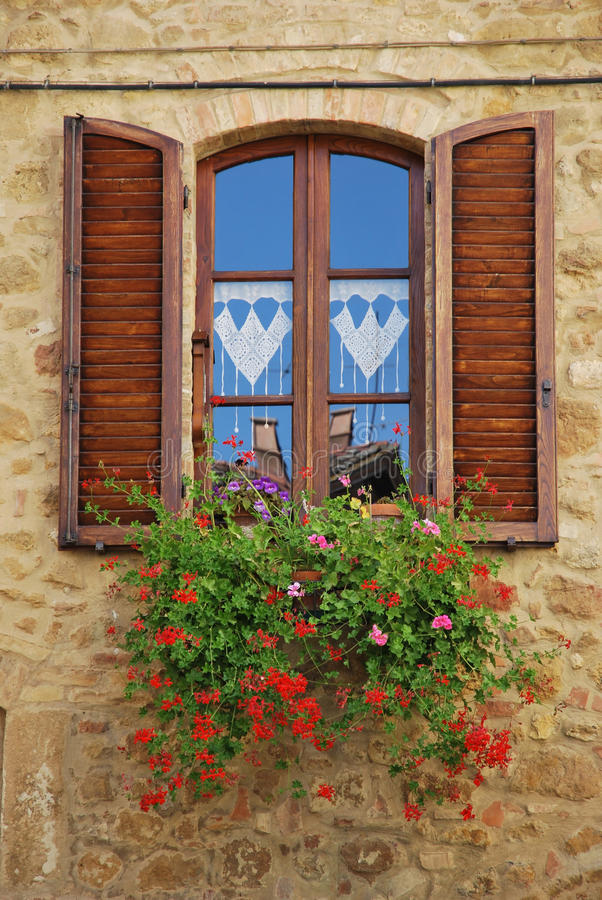 παράθυρο της Τοσκάνης στοκ φωτογραφίες με δικαίωμα ελεύθερης χρήσης
