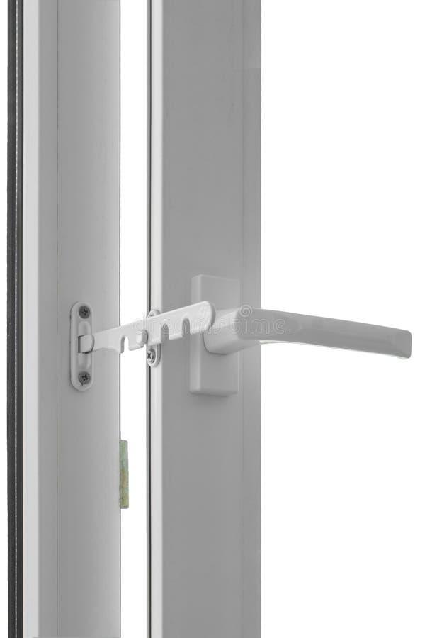 Παράθυρο PVC με το άνοιγμα του περιοριστή για τον εξαερισμό δωματίων που απομονώνεται στο άσπρο υπόβαθρο στοκ εικόνες με δικαίωμα ελεύθερης χρήσης