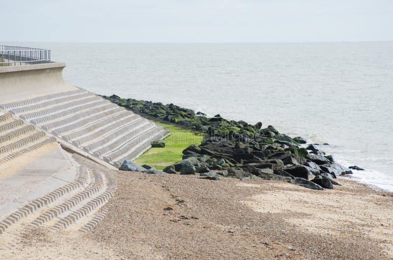 Παράκτιες υπερασπίσεις ενάντια στη διάβρωση θάλασσας στοκ εικόνα