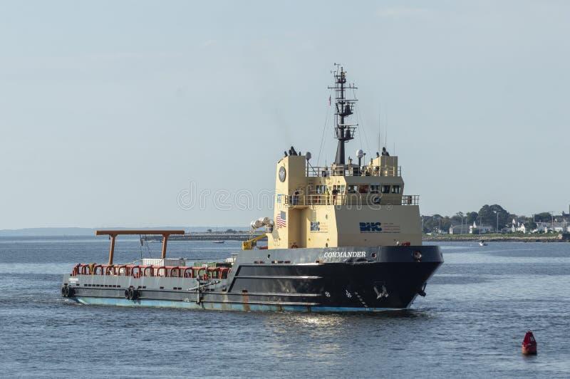 Παράκτιος διοικητής σκαφών ανεφοδιασμού που επιστρέφει στο Νιού Μπέντφορτ στοκ εικόνες