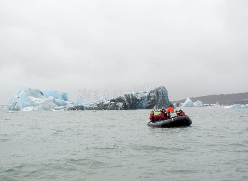 Παράκτιο τοπίο παγόβουνων στοκ εικόνα