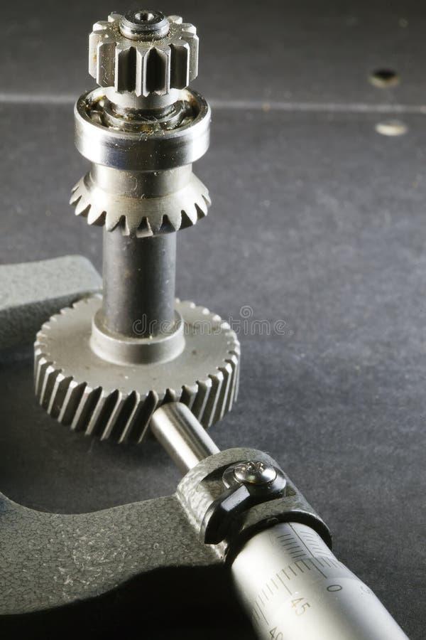 Παράμετροι μέτρησης των εργαλείων, λεπτομέρειες από το μικρόμετρο στοκ εικόνα
