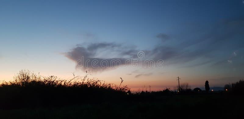 Παράξενο σύννεφο στο ηλιοβασίλεμα στοκ εικόνες