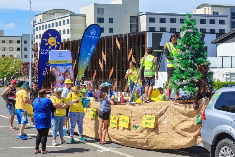 Παρέλαση Χριστουγέννων στη Νέα Ζηλανδία Waka, ή Maori κανό, ως επιπλέον σώμα παρελάσεων στοκ φωτογραφία με δικαίωμα ελεύθερης χρήσης