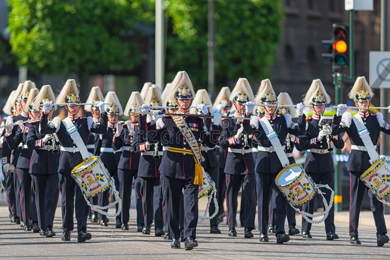 Παρέλαση με το σώμα μουσικής στρατού στοκ εικόνα με δικαίωμα ελεύθερης χρήσης