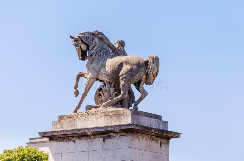 Παρίσι Άγαλμα ενός αλόγου πιό ήμερου στη γέφυρα της Ιένας στοκ φωτογραφία