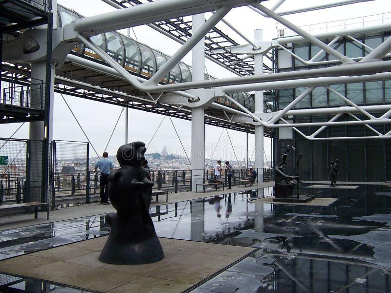 Παρίσι, Γαλλία 7 Αυγούστου 2009: Εγκατάσταση υπαίθρια στο μουσείο Πομπιντού το καλοκαίρι στοκ φωτογραφία