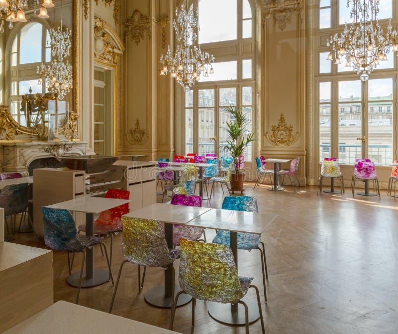 Παρίσι, Γαλλία, στις 28 Μαρτίου 2017: Εσωτερική άποψη του εστιατορίου καφέδων μέσα στο μουσείο Musee δ ` Orsay που βρίσκεται στοκ εικόνα