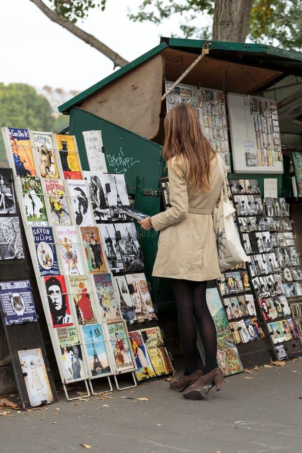 Παρίσι - μεταχειρισμένη αγορά βιβλίων στην αποβάθρα του ποταμού Sein στοκ φωτογραφίες με δικαίωμα ελεύθερης χρήσης