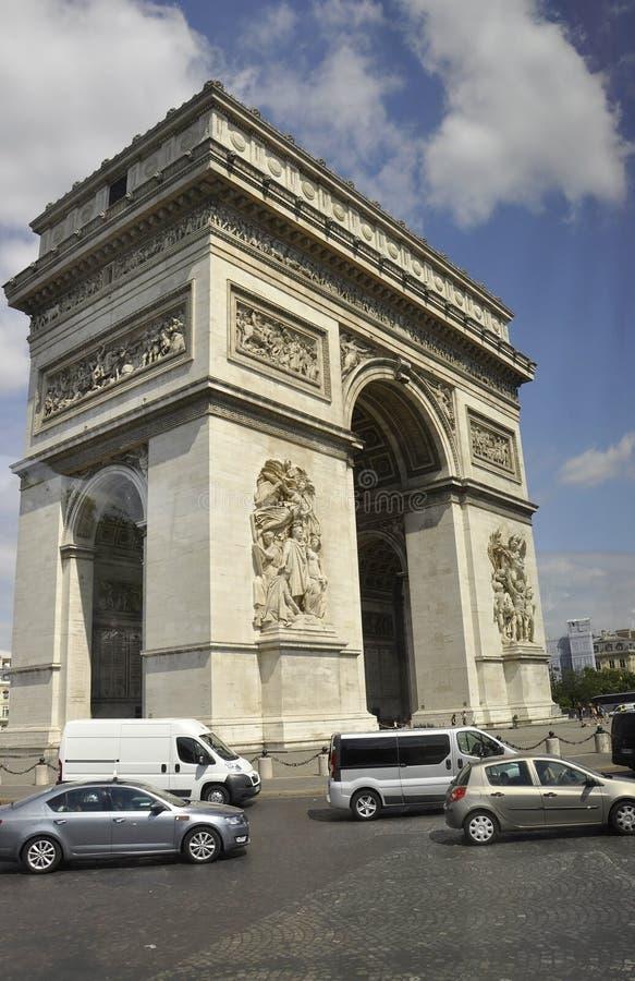 Παρίσι, στις 15 Ιουλίου: Αψίδα της άποψης θριάμβου από το Παρίσι στη Γαλλία στοκ εικόνα