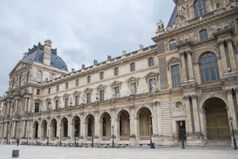 Παρίσι, το Λούβρο στοκ φωτογραφία με δικαίωμα ελεύθερης χρήσης