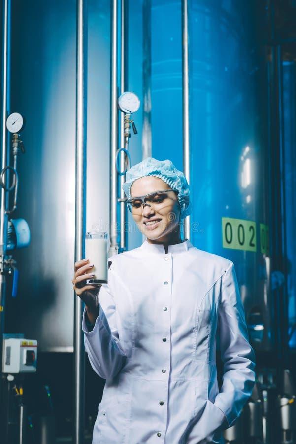 Παραγωγή εργοστασίων γάλακτος στοκ εικόνες με δικαίωμα ελεύθερης χρήσης