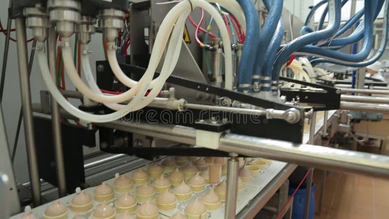 Παραγωγή παγωτού, σωλήνας ψυκτήρων απόθεμα βίντεο