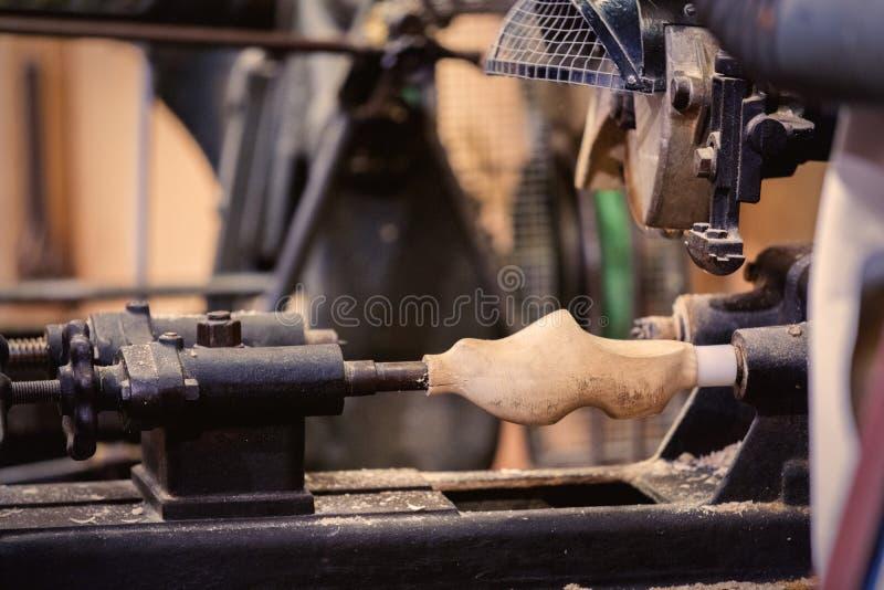 Παραγωγή παραδοσιακό ολλανδικό clog σε ένα εργαστήριο στοκ φωτογραφίες με δικαίωμα ελεύθερης χρήσης