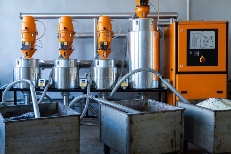 Παραγωγή σωλήνων από αφρό πολυουρεθάνης Μονάδα παραγωγής Αυτοματοποιημένη μηχανή εγκατάστασης παραγωγής στοκ φωτογραφία με δικαίωμα ελεύθερης χρήσης