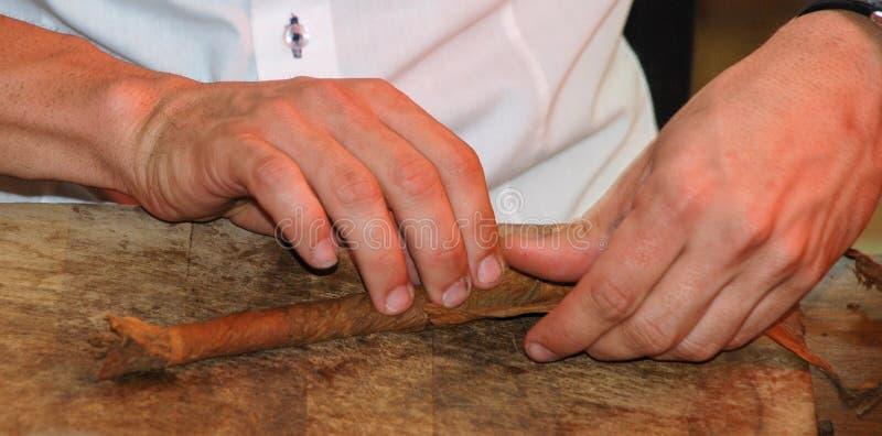 Παραγωγή των χειροποίητων πούρων στοκ φωτογραφία με δικαίωμα ελεύθερης χρήσης