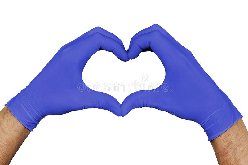 Παραδίδει τα μπλε ιατρικά γάντια που παρουσιάζουν σημάδι καρδιών που απομονώνεται στο άσπρο υπόβαθρο στοκ εικόνα