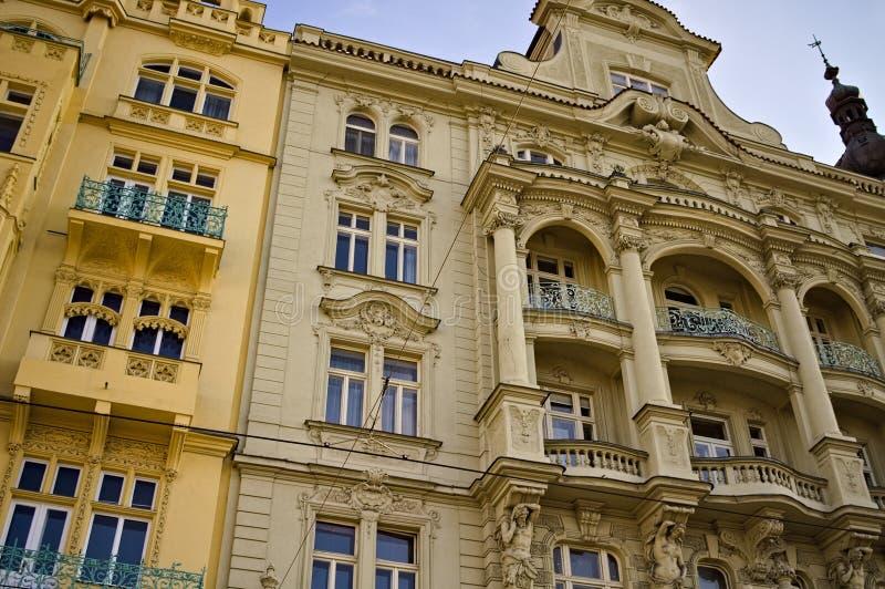 Παραδοσιακά βοημικά κτίρια με διακοσμημένες προσόψεις Πράγα, Τσεχική Δημοκρατία στοκ φωτογραφία
