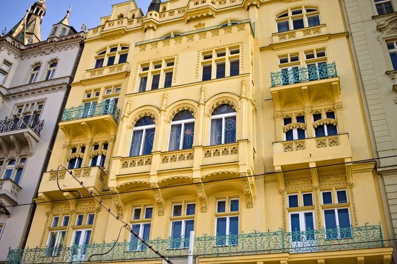 Παραδοσιακά βοημικά κτίρια με διακοσμημένες προσόψεις Πράγα, Τσεχική Δημοκρατία στοκ εικόνα με δικαίωμα ελεύθερης χρήσης