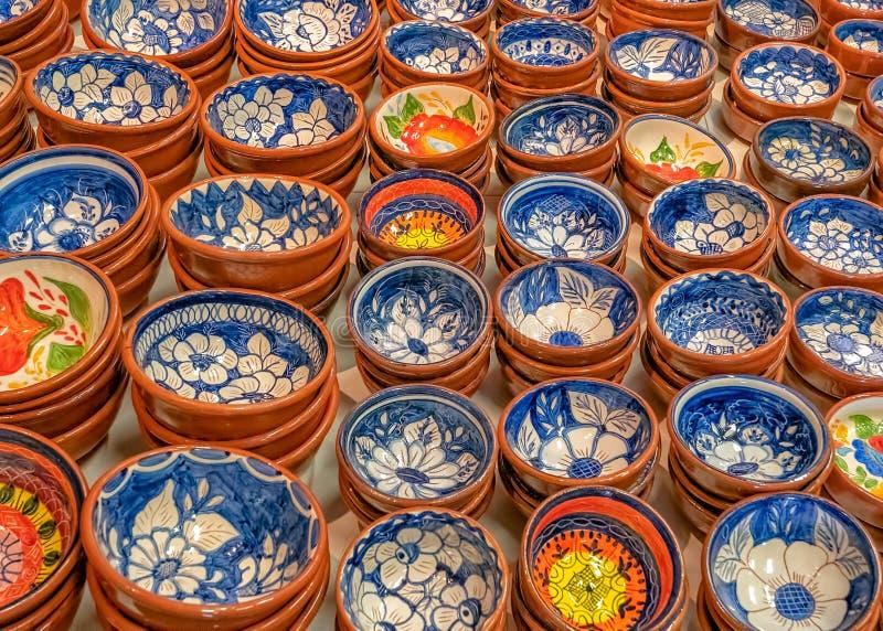 Παραδοσιακά διακοσμημένα πορτογαλικά πιάτα τερακότας, Πορτογαλία στοκ εικόνες