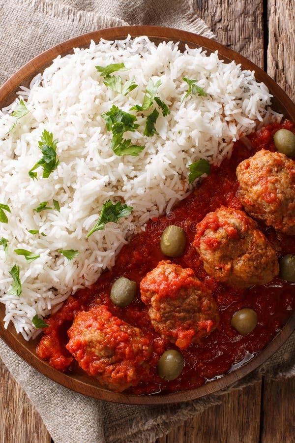 Παραδοσιακά ελληνικά ψημένα κεφτή συνταγής Soutzoukakia στην ντομάτα στοκ εικόνες