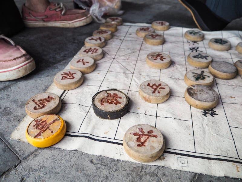 Παραδοσιακά επίπεδα ξύλινα ενέχυρα σκακιού για το στρατιώτη, κανόνας, άλογο, γ στοκ εικόνα με δικαίωμα ελεύθερης χρήσης