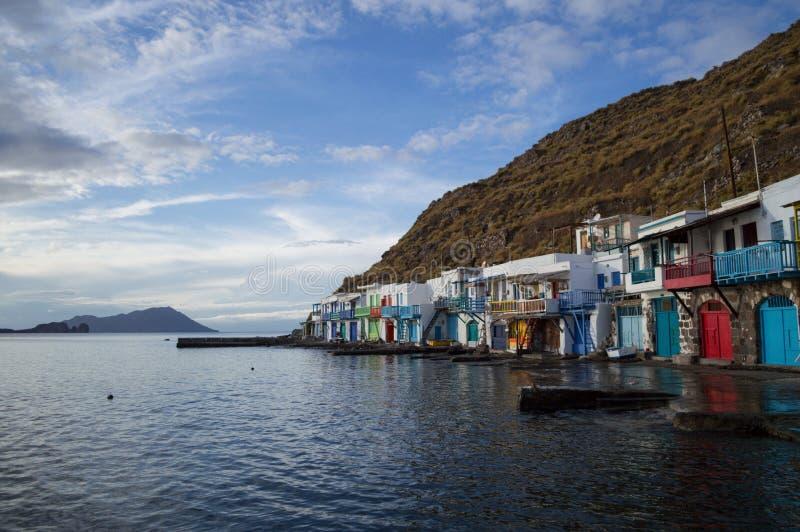 Παραδοσιακά ζωηρόχρωμα ελληνικά σπίτια ψαροχώρι σε Klima, Milo στοκ φωτογραφία με δικαίωμα ελεύθερης χρήσης