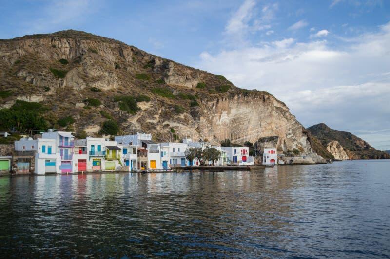Παραδοσιακά ζωηρόχρωμα ελληνικά σπίτια ψαροχώρι σε Klima, Milo στοκ εικόνα με δικαίωμα ελεύθερης χρήσης