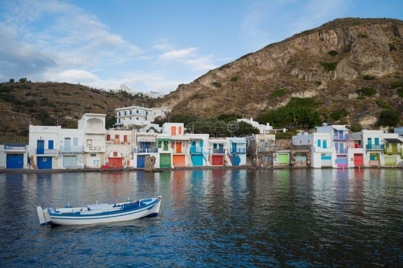 Παραδοσιακά ζωηρόχρωμα ελληνικά σπίτια ψαροχώρι σε Klima, Milo στοκ φωτογραφία