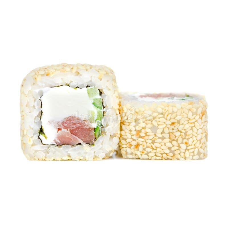 Παραδοσιακά ιαπωνικά τρόφιμα, ρόλος με το αγγούρι, σουσάμι, Φιλαδέλφεια, τόνος και nori στοκ εικόνες