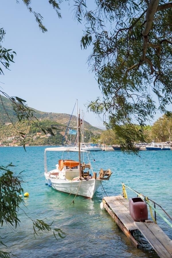 Παραδοσιακά παλαιά ελληνικά αλιευτικά σκάφη στοκ φωτογραφία με δικαίωμα ελεύθερης χρήσης